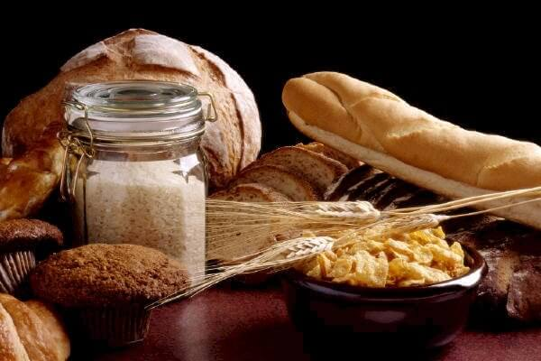 gluten is a protein composite contained in wheat and related grains