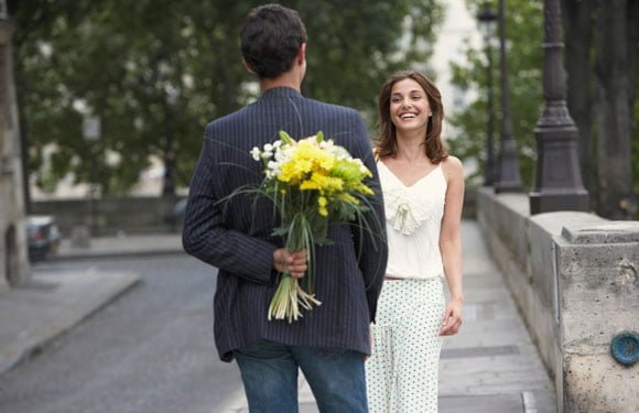 How to Be More Romantic: 9 Uncommon Romantic Gestures That Would Make Any Girl Melt