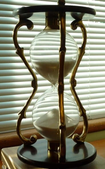 Hourglass Symbolism & Meanings | SunSigns Org