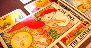 Compound Reading in Tarot Spreads